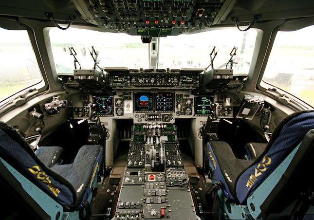 C17 Globemaster III Cockpit  Militarycom
